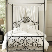 Спалня с балдахин от ковано желязо