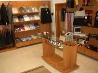 Мебели за магазини по поръчка
