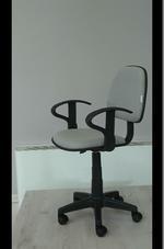 качественни сиви офис столове