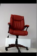 червени офис столове за търговски фирми