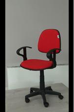 червени офис столове с елегантен дизайн