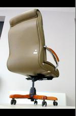 кожени офис столове за Вашия офис с дизайн